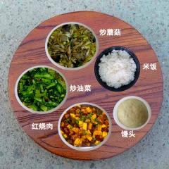 一荤两素,主食馒头或者米饭