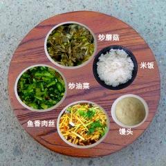 一荤两素,主食可选馒头或者米饭